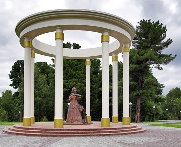 Monument to Decembrists wives in Tobolsk